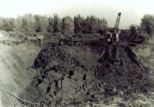1974г. Драглайн-тросовой экскаватор. Погрузка на МАЗ — 203
