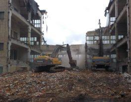Снести здание и вывезти мусор