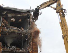 Как выполняется демонтаж и снос зданий?